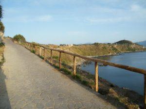 64 - Milazzo - L'ultimo tratto di sentiero in prossimita' dei resti basamentali della Torre Longa